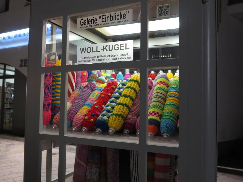 Ausstellung Wollflaschen in Mini Galerie, März 2014