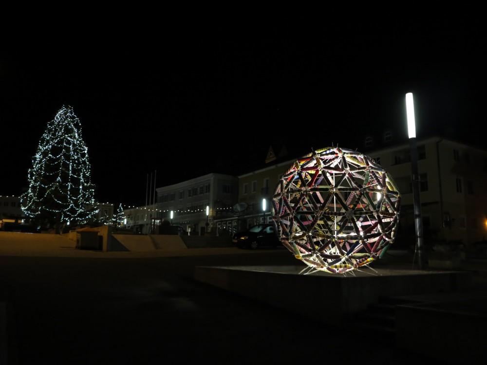 Wollkugel am Stadtplatz, Dezember 2014