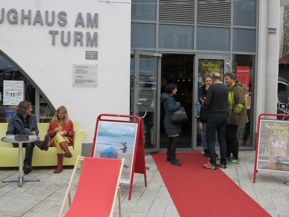 14. Filmfestival Radstadt 2015 | Besucher vorm Zeughaus am Turm
