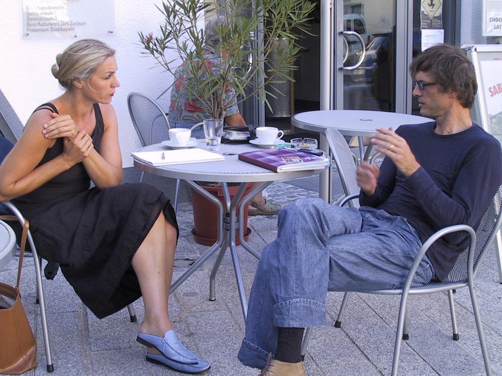 Elisabeth Schneider, Beda Percht, 2001, Projektbesprechung vorm Zeughaus am Turm