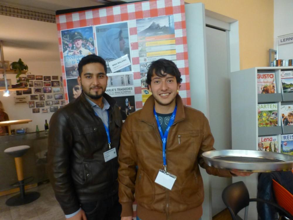 Anas und Omar (Asylwerber) als Billeteure